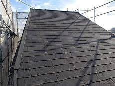 施工前の屋根です。コケの付着もなく健康な状態です。