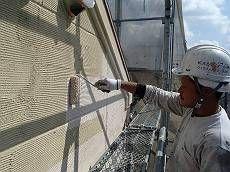 外壁の下塗りは「水性ミラクシーラーエコ」を使用しました。