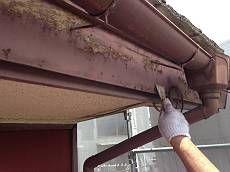 高圧洗浄を行った後、破風や外壁のケレンを行います。