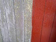 下塗りを行います。木部は損傷が激しい為、2回下塗りを施しました。