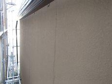 壁にはクラックがたくさん有りました。