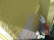 下塗りの次は中塗りです。とても眩しい綺麗なイエローです。