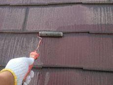 屋根も汚れを落とし、下塗りをします。