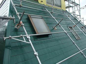 屋根はまるで草原のようなさわやかなグリーンになりました。