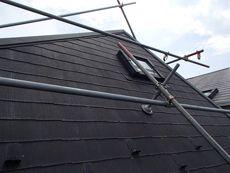 狭小地のため、屋根は急勾配の面があります。