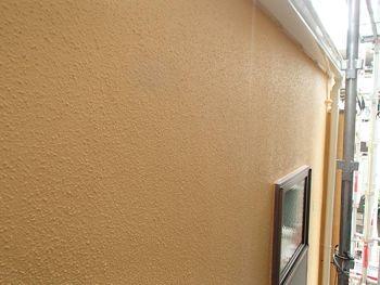 外壁にこびりついていた汚れが落ち、新築のように美しくなりました。