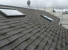 施工前の屋根です。塗膜が落ちている跡が分かります。