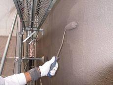 下塗り作業の次は中塗り・上塗り作業と続きます。