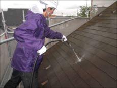 屋根も塗装前にはしっかりと高圧洗浄を行います。