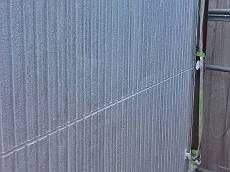 シールの打ち替え工事の後、充分硬化してから外壁塗装を開始しました。