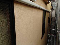 外壁は汚れが多く見られます。