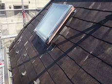 汚れがしっかりと取れたら、屋根の下塗り作業を行います。