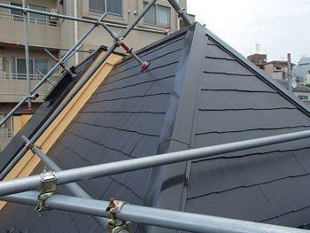 施工後の屋根です。急勾配の特殊な形状の屋根ですが、遮熱塗料「アートフレッシュ」の効果はいかがでしょうか?