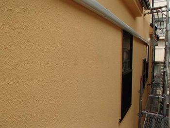 汚れが目立っていた外壁も見違えるようになりました。