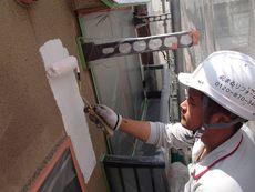 施工開始です。まずは下塗り作業を行います。