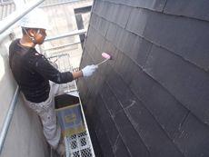汚れを取り、下塗り作業を行っていきます。