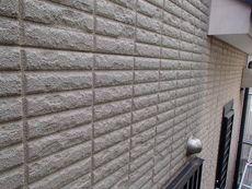 外壁は2種類のサイディングパネルを使用していました。