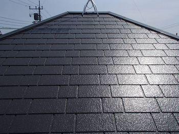 屋根は遮熱塗料特有の輝きを放っています。