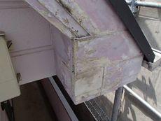 建物正面の破風板はかなり腐朽が進んでいました。