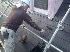 屋根の中塗り・上塗りには遮熱塗料を使用しました。