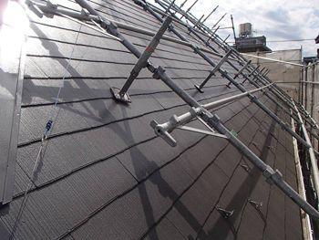 遮熱塗料で塗られた屋根。ただでさえ暑くなるロフトもこれで少しは涼しくなるかも?