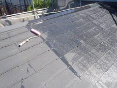 続いて、屋根の下塗り作業です。