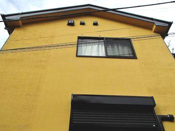 正面の外壁は艶消し塗料の「アートフレッシュ」を使用しました。