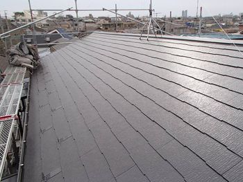 施工が完了しました。劣化が見られていた屋根は補修し塗装のおかげで綺麗になりました。