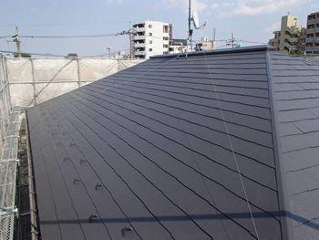 大きな屋根は遮熱塗料できれいに塗り替えました。