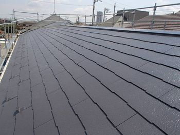 屋根は遮熱塗料で塗りました。集合住宅には必須の塗料です。