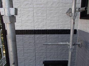 外壁の塗りわけはこのようになっています。中間部に黒のアクセントを入れることによりより引き締まった印象になります。