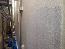 中塗り・上塗りには油性塗料のクリーンマイルドシリコンを使用しています。