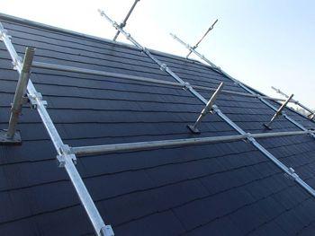 遮熱塗料で塗られた屋根。色は「セピアブラウン」です。