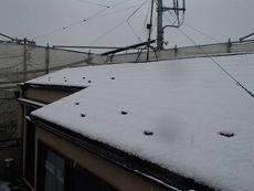 着工日は大雪となり、塗装作業の前に雪かきが大変でした。