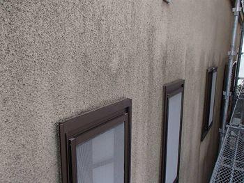 外壁も汚れてしまっていているのがよくわかります。