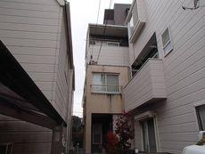 施工前の外観です。モルタル外壁とサイディング外壁の組み合わせです。