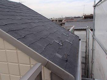 シングル屋根は劣化が進むと塗装が大変なので次回は早めに塗替えをおすすめします。