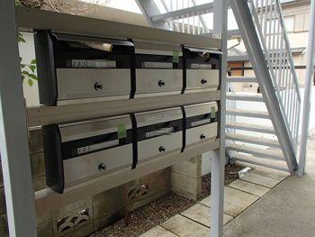 集合ポストは設置場所を変更し、さらに屋外設置可能な防滴タイプを選びました。