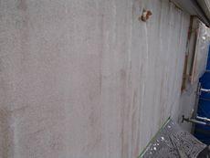 施工中です。外壁の下塗りを行っていきます。