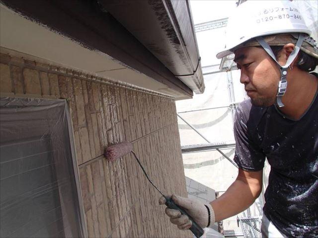 外壁のクリヤー塗装1回目です。