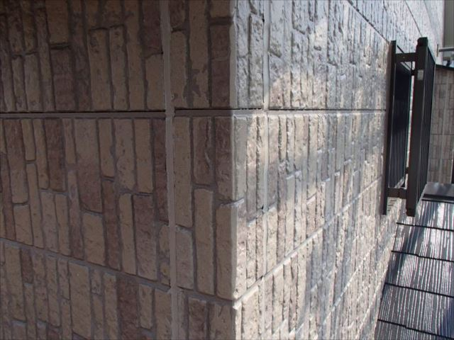 施工後の外壁です。劣化していた目地シールも綺麗に打ち替えました。