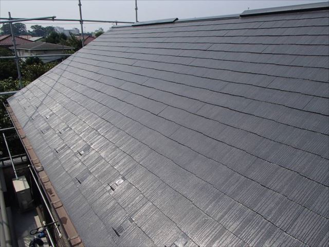 遮熱塗料で塗装を行った屋根です。色は「セピアブラウン」です。