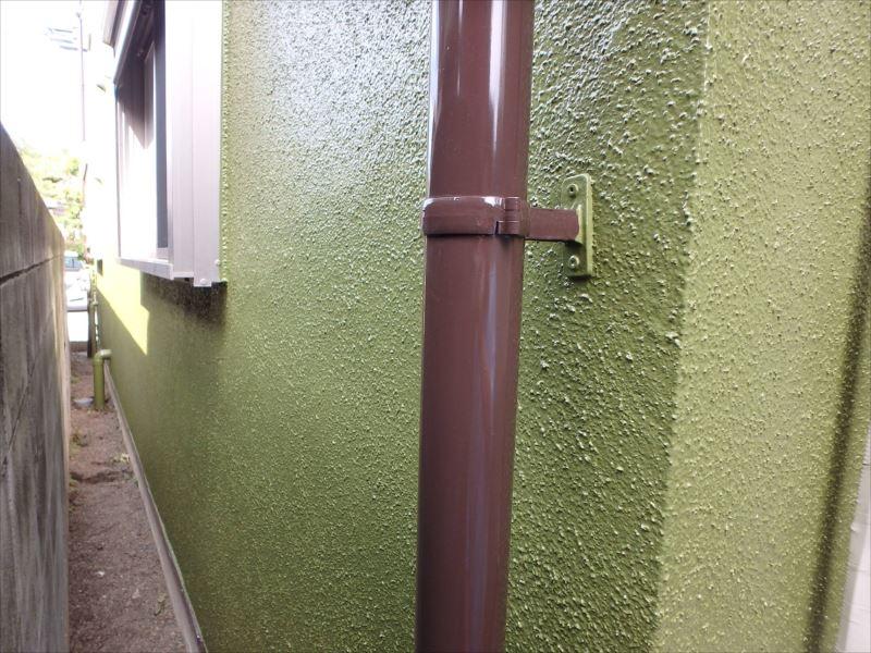雨樋と外壁。抹茶色とチョコレート色がマッチしていますね♪