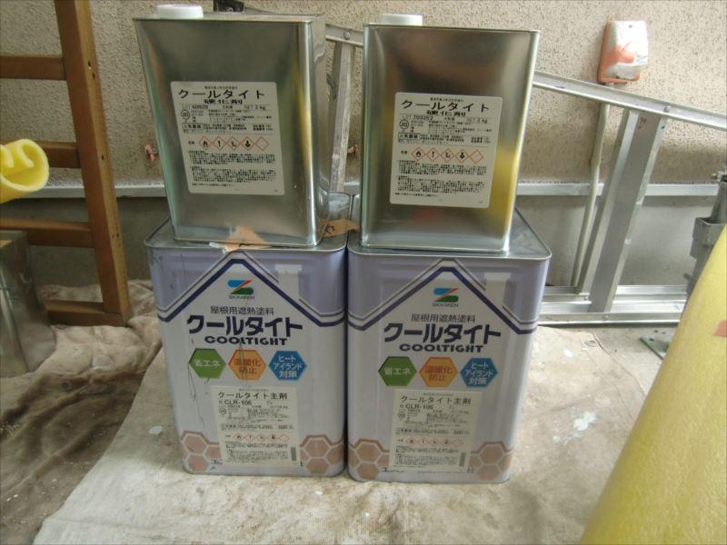 エスケー化研:クールタイトは2液型の塗料なので、缶が2つで1セットとなります。 (上の小缶:硬化剤と下の一斗缶:主材を混ぜ、さらにシンナーを適量混ぜて使用します)
