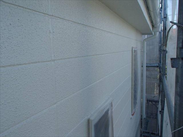 サイディングパネルの板間目地シールはしっかりと打ち替えました。