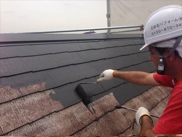 中塗り・上塗りには遮熱塗料を使用しました。