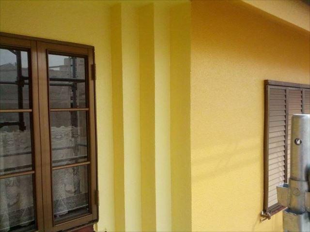 窓まわりの段差部分のみ、明るい黄色になりました。
