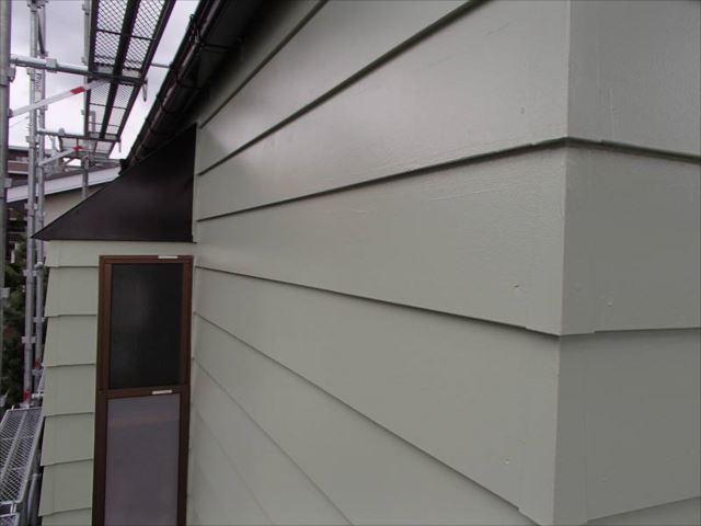 ドイツ張りサイディング外壁は美しい艶が出ています。