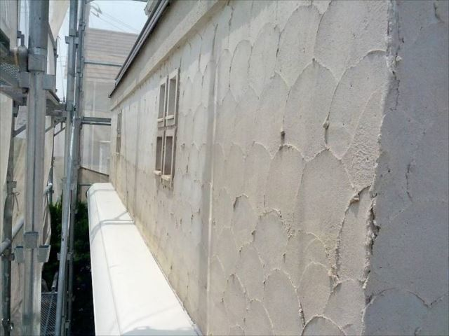 施工前の外壁です。こちらはジョリパット面です。