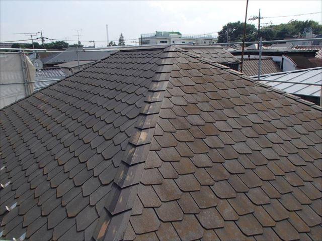 施工前の屋根です。汚れがビッシリです。